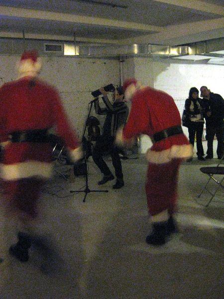 Dancing Santa 1